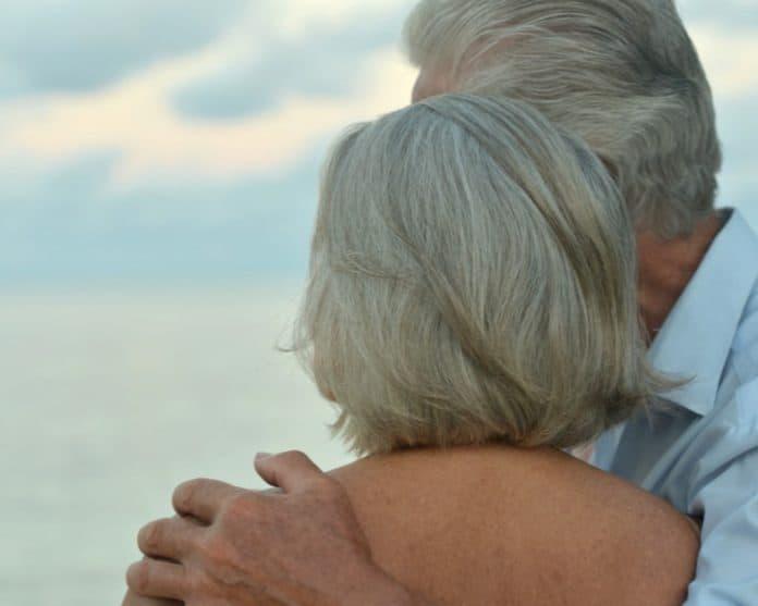 elderly couple_canstockphoto33567745