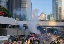 Hong-Kong-police-tear-gas-protestors