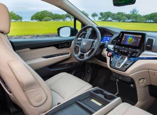Interior-front-dash-of-2020-Honda-Odyssey_o 525x420