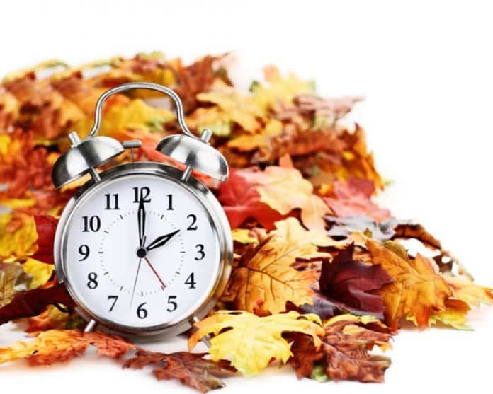 daylight savings time_fall canstockphoto38878680 1000x800