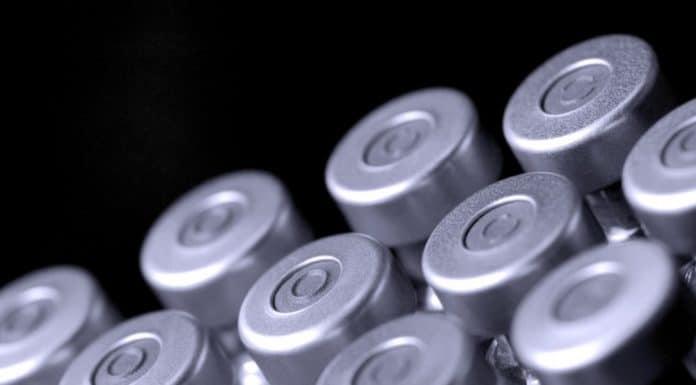 vaccine vials_canstockphoto1113018 1000x800