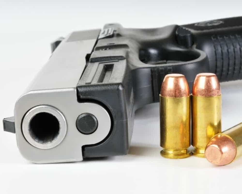gun-and-ammo_canstockphoto5448778-1000x800-1.jpg