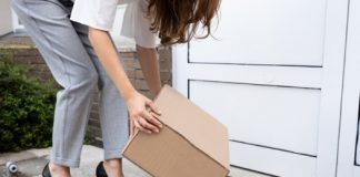 parcel deliverty_canstockphoto72137284 525x420