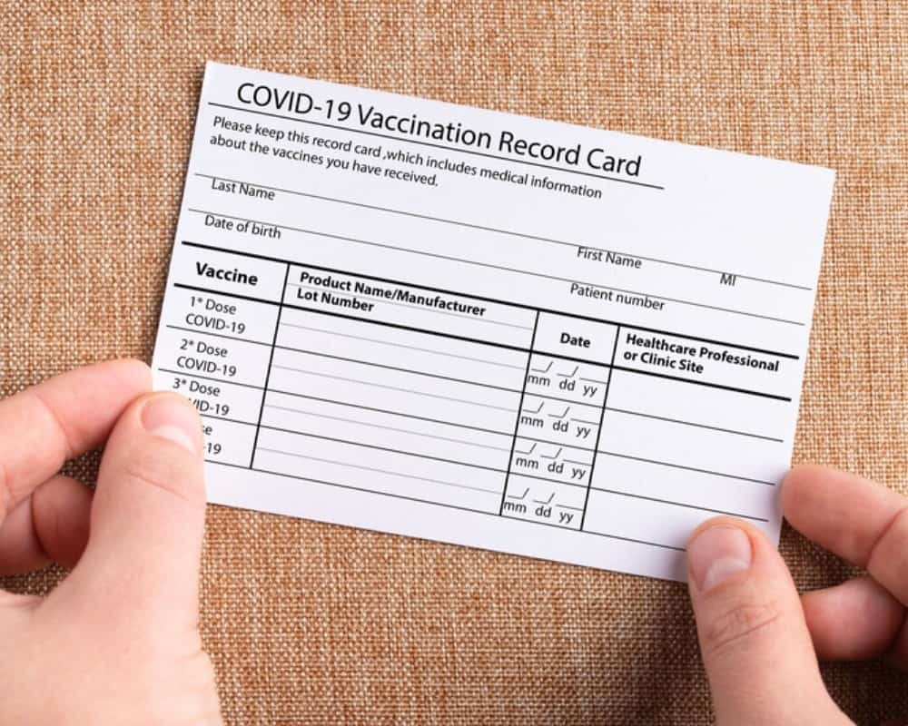 covid19 vaccinationcard_canstockphoto87807645 1000x800